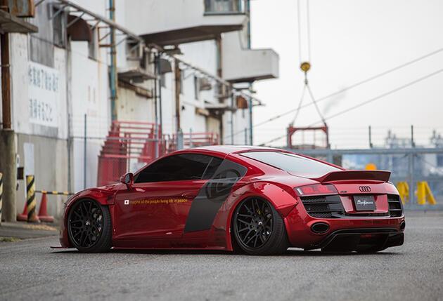 Audi R8'e takviye
