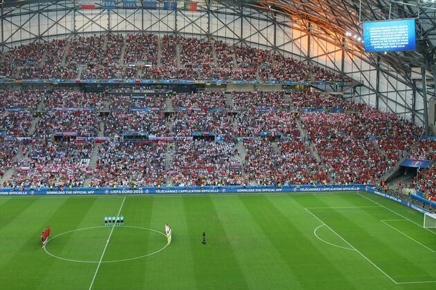 EURO 2016'da İstanbul için saygı duruşu yapıldı