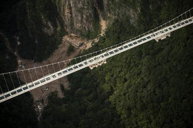 Dünyanın en yüksek, en uzun cam köprüsü kapandı