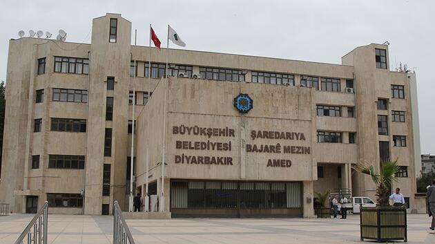 Diyarbakır Büyükşehir Belediyesi tabelası yenilendi