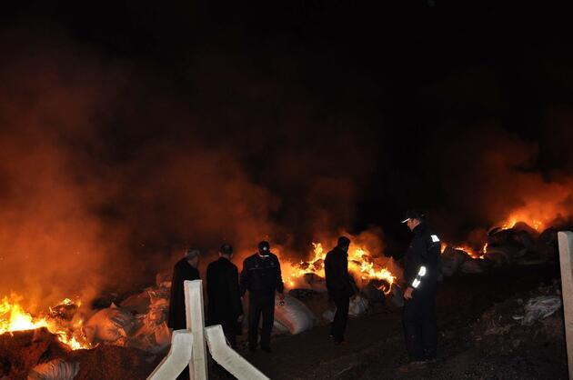 Merdiven altı imalathaneye baskın: 40 ton biber atığı yakıldı