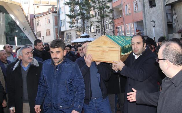 Zeytinburnu'nda kaybettiği çocuğuna veda etti