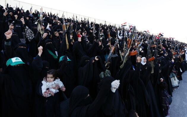 Yemen'in kadın savaşçıları çocuklarıyla ortaya çıktı