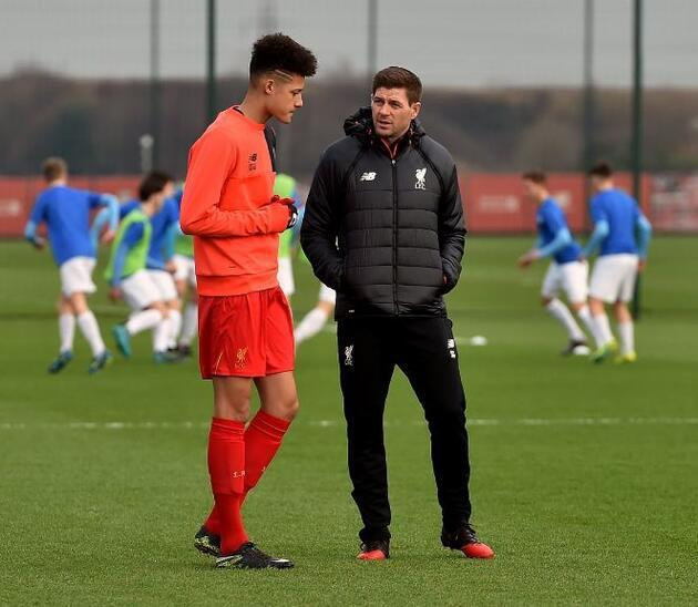 Steven Gerrard altyapıdaki görevine başladı