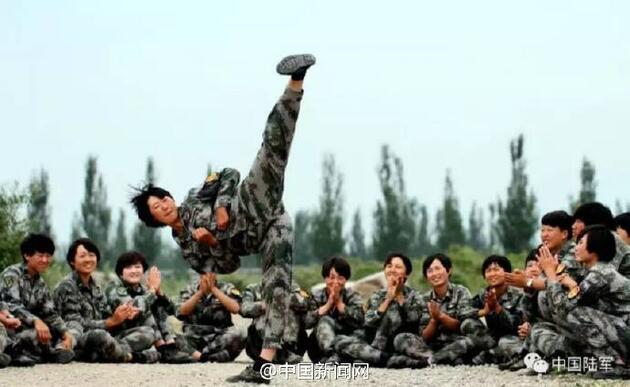 Çin'in kadın askerleri viral oldu