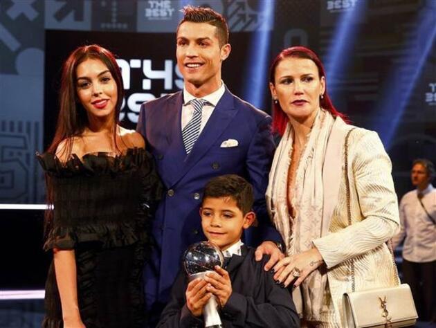 Cristiano Ronaldo evleniyor