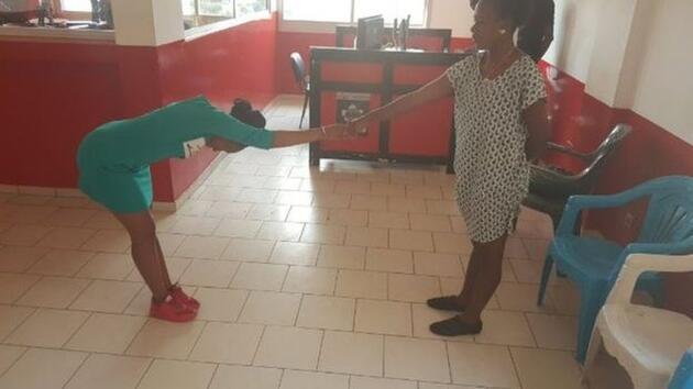 Şampiyon Kamerun bakanla dalga geçti