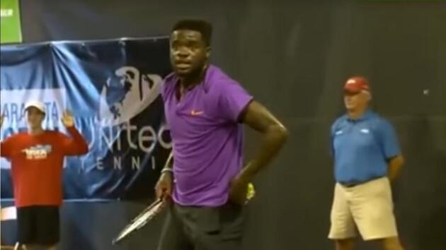 Gürültülü sevişen çift tenis maçına damgasını vurdu!