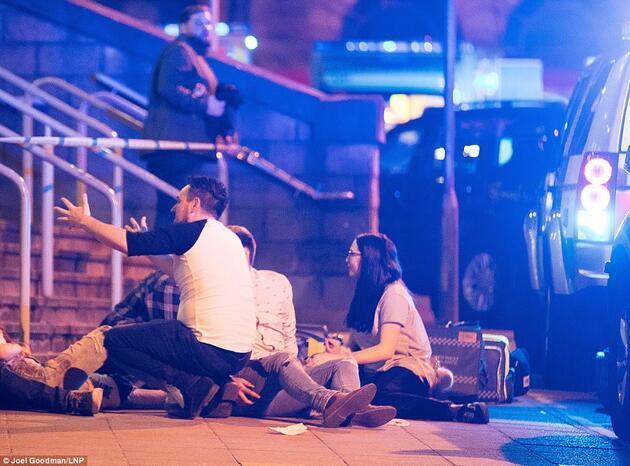 İngiltere'deki saldırı görgü tanıkları anlattı: Savaş filmi sahnesi gibiydi