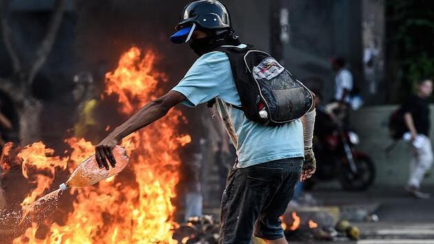 Venezuela'da göstericiler Chavez'in çocukluk evini yaktı