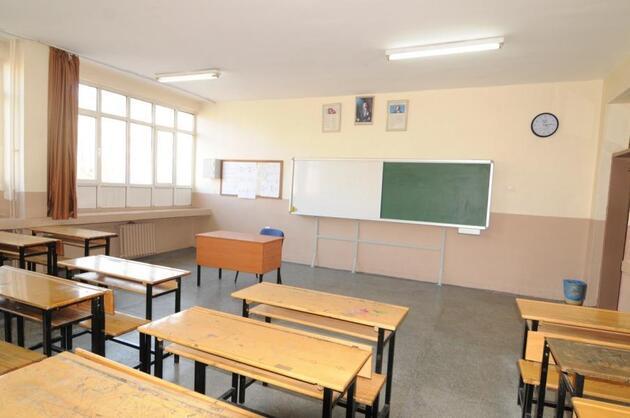 Sınıfları kızlı-erkekli ayıran müdür: Eşyanın yerini değiştirmek gibi
