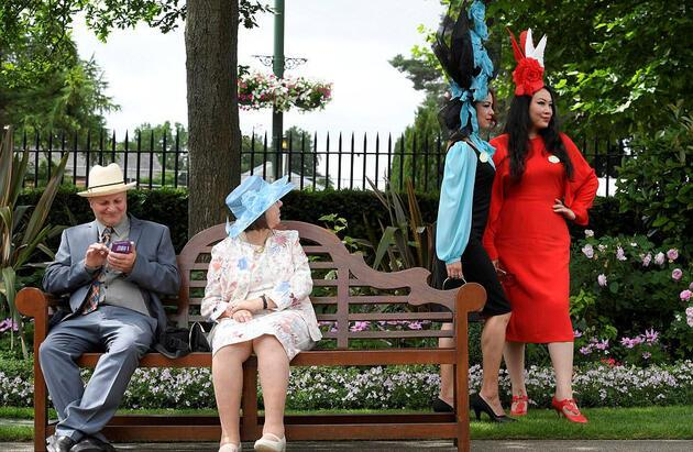 Royal Ascot'ta atlar değil, şapkalar yarışıyor
