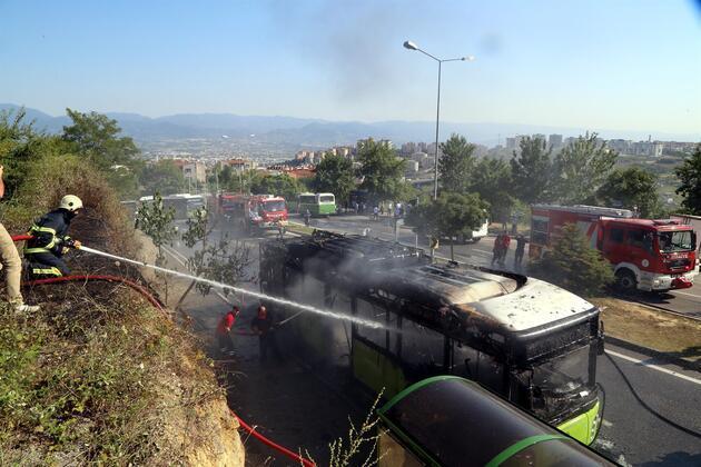 Belediye otobüsü alev alev yandı