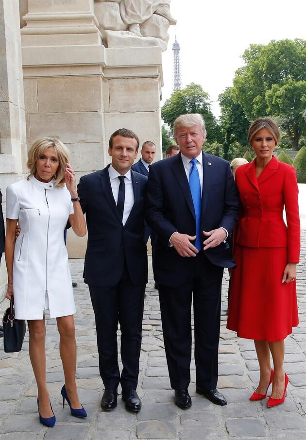 Trump Tan Macron Un Esine Ilginc Iltifat