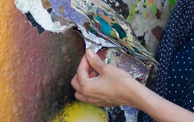 Berlin Duvarı'ndan dökülenler, onun ilham kaynağı oldu