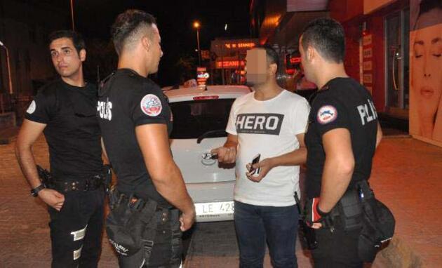 Polisten anlamını öğrenince 'Hero' tişörtünü çıkarıp yakmak istedi