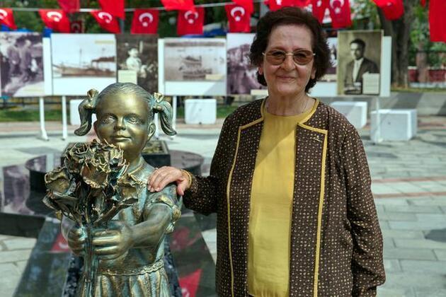 'Atatürk'e çiçek veren kız heykeli'ne saldırı en çok onu üzdü