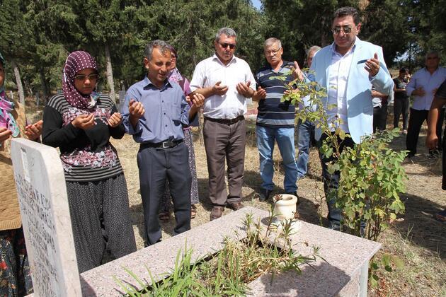 Kuzenlerin katilleri 11,5 yıl sonra yakalanınca aileler mezarlığa koştu