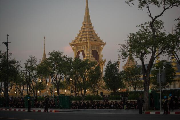 1 yıl önce ölen Tayland Kralı için 90 milyon dolarlık cenaze töreni