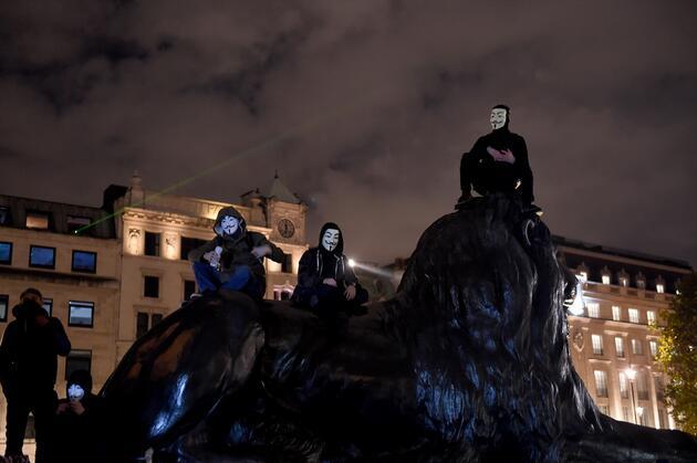Londra'da Guy Fawkes maskeli yürüyüş