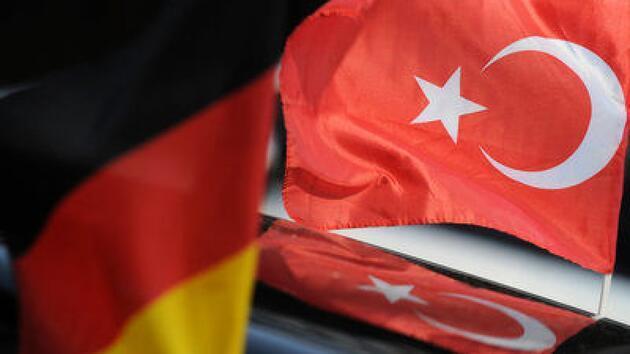 Beşiktaşlılar restoranda yemek yedi, hesabı Almanlar ödedi