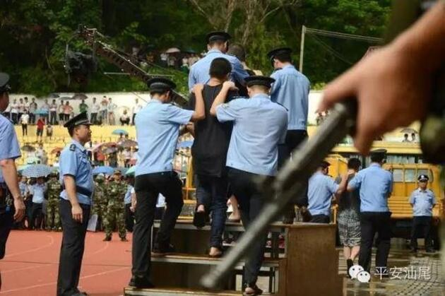 Çocuklar bile izledi: 10 suçlunun idam cezası binlerce izleyicinin önünde verildi