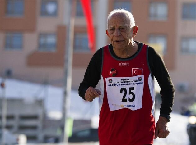 82. Büyük Atatük Koşusu'na 90'lık dede damga vurdu