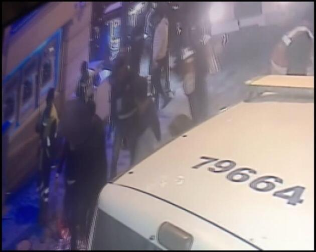 Yılbaşı gecesi Taksim'deki gence polis dayağı