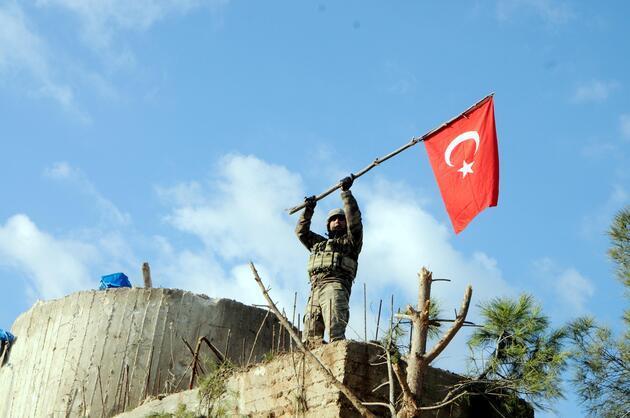 Son dakika... Burseya Dağı'nda kuleye Türk bayrağı asıldı