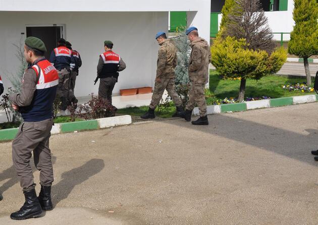 Jandarma Özel Harekat Çiftlik Bank önünde