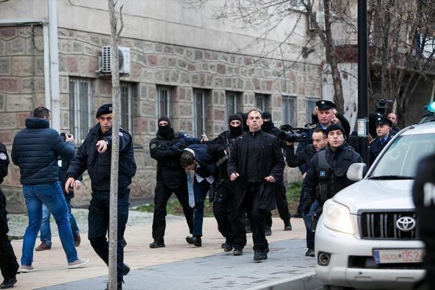 Kosova'da gerilim: Sırp yetkili gözaltına alındı, Balkanlar karıştı