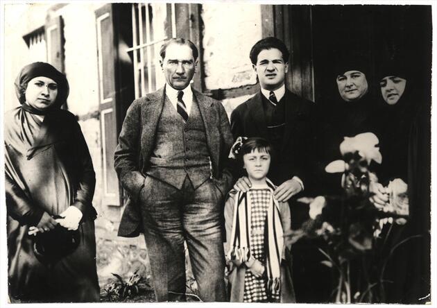 Atatürk'ün çocuk sevgisi Genelkurmay arşivinde