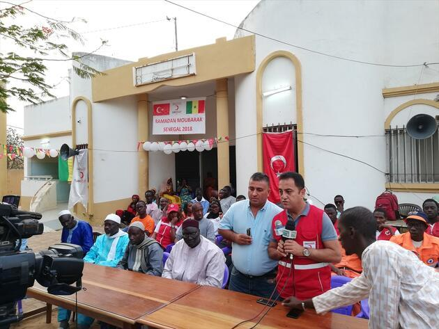 Türk Kızılayı'ndan Senegalli yüzlerce yetime iftar