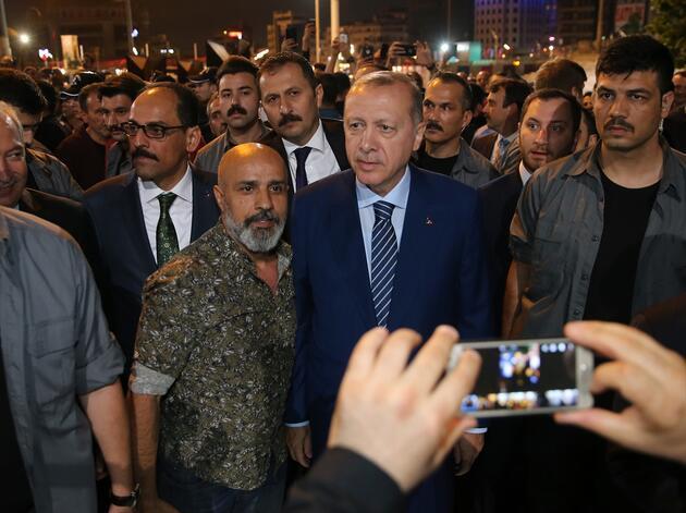 Cumhurbaşkanı Erdoğan Taksim Meydanı'na çıktı