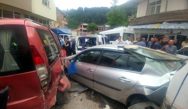Freni patlayan kamyon düğün konvoyuna daldı: 11 yaralı