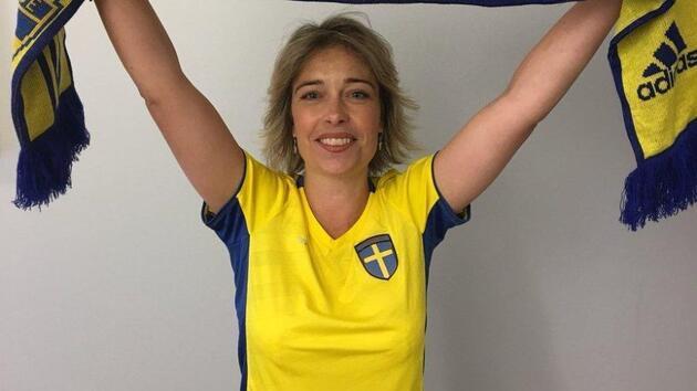 İsveçli Bakan Annika Strandhall meclise Jimmy Durmaz'ın formasıyla gitti