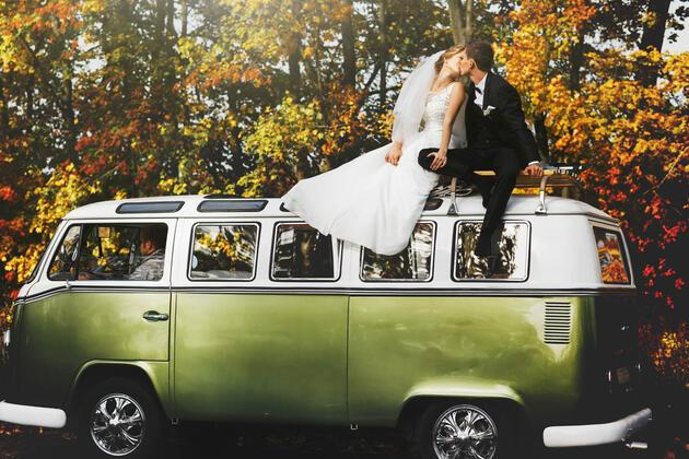 Zeytin yeşili tonlarında düğün konsepti