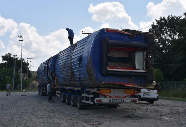 Çorlu'da 24 kişinin öldüğü kazada devrilen vagonlar kaldırıldı