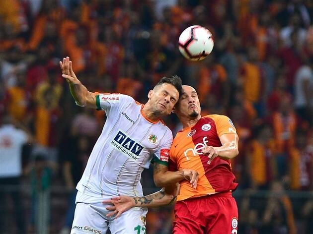 Gol yağdıran Galatasaray liderliği ele geçirdi