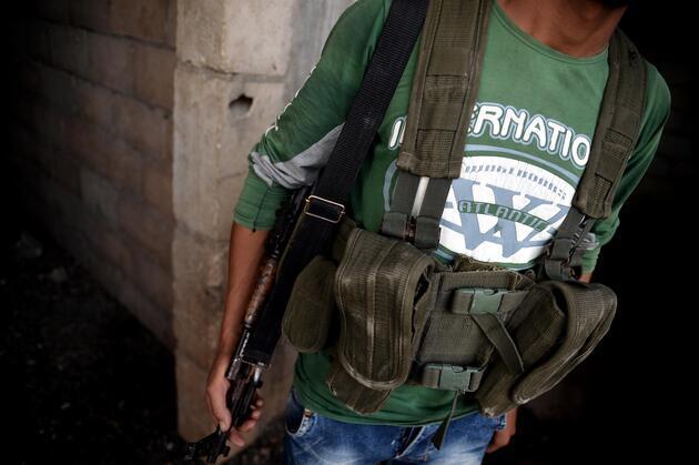 Rusya ve Suriye İdlib'i havadan ve karadan ateş altına aldı