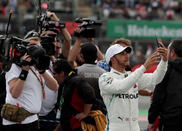 Lewis Hamilton 5'ler kulübünde