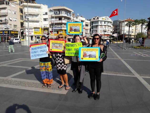 Marmaris'te 'Yunuslara özgürlük' eylemi