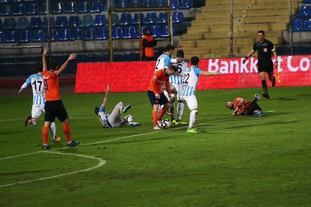 İşte Adana Demirspor - Başakşehir maçında sahanın karıştığı anlar