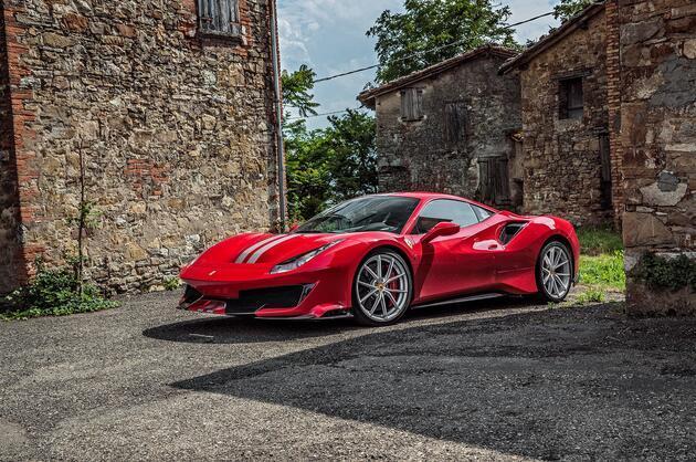 """Ferrari 488 Pista, Fransa'da """"Yılın Spor Otomobili"""" seçildi"""