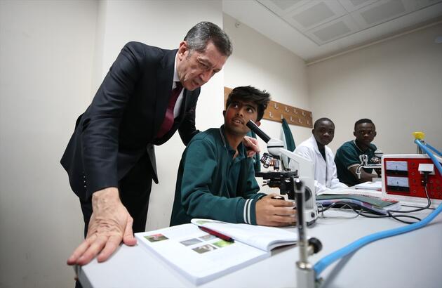 Milli Eğitim Bakanı Selçuk 59 ülkeden gelen öğrencilerle buluştu