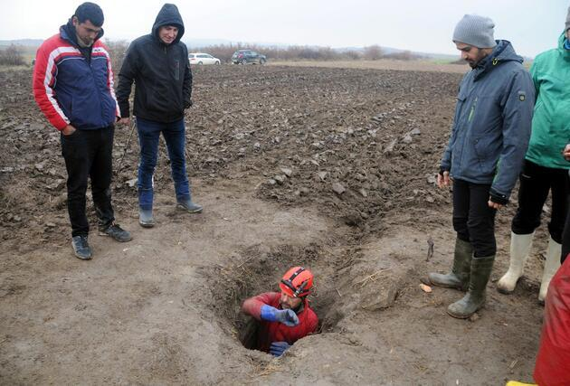 Tarlasını süren çiftçi tesadüfen buldu