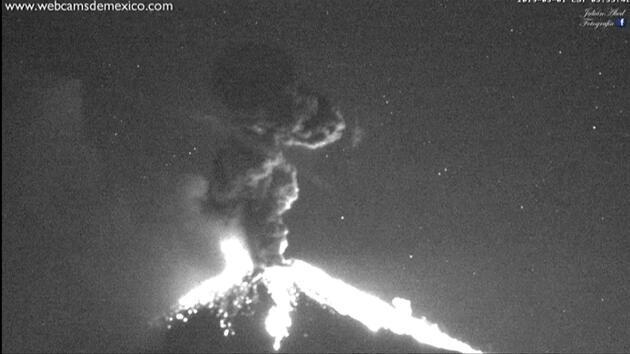 Popocatepetl Volkanı 24 saatte 85 kez patladı