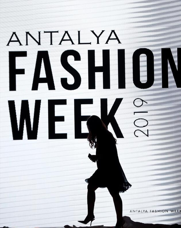 Antalya Fashion Week ünlü tasarımcıların defilesiyle başladı