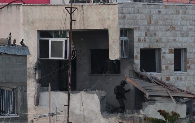 İsrail ordusu öldürdüğü Filistinlinin evini yıktı