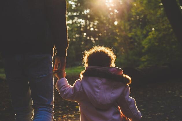 Baba ile doğru iletişim çocuğun sosyal yaşamını etkiliyor